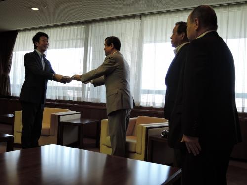 福岡市医師会・江頭会長より高島市長へ